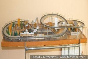 Стенд для проведения соревнований моделей локомотивов в выставочном зале Тульской детской железной дороги