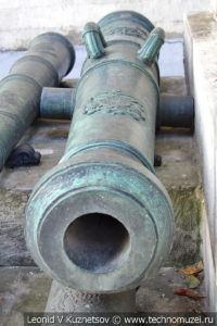 12-фунтовая австрийская пушка армии Наполеона с тосканскими гербами в Московском Кремле