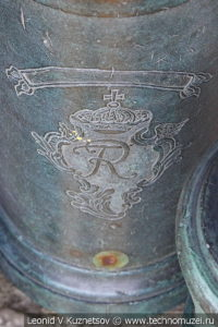 Прусская пушка с перечеканенным гербом армии Наполеона в Московском Кремле