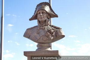 Памятник адмиралу Ушакову в Музее Военно-морского флота в Москве