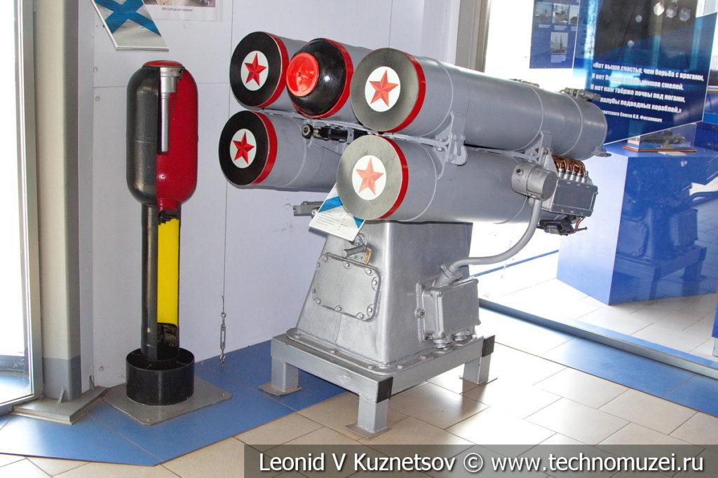 Реактивная бомбометная установка РБУ-1200 в Музее Военно-морского флота в Москве