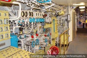 Станция ВВД для продувки балласта подводной лодки Б-396 в Музее Военно-морского флота в Москве