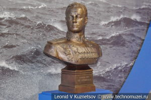 Бюст адмирала Кузнецова в Музее Военно-морского флота в Москве