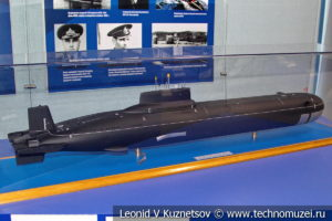 Тяжелый ракетный подводный крейсер стратегического назначения проекта 941 Акула (модель) в Музее Военно-морского флота в Москве