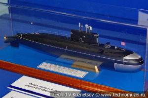 Дизель-электрическая подводная лодка проекта 636 Варшавянка (модель) в Музее Военно-морского флота в Москве