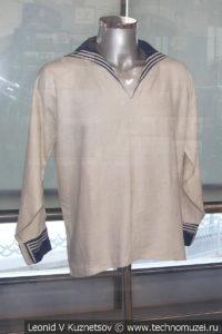 Рубаха матроса Российского Императорского флота в Музее Военно-морского флота в Москве