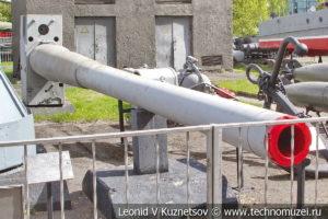 Ствол 180-мм корабельной артустановки в Центральном музее Вооруженных Сил