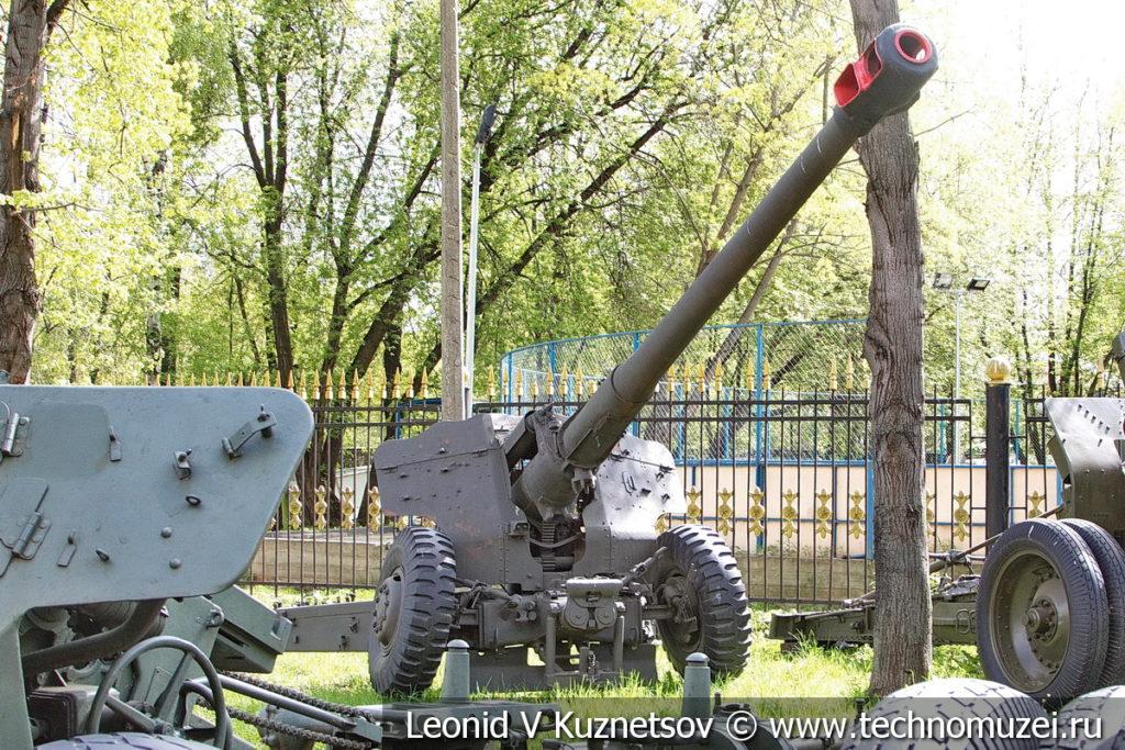 122-мм корпусная пушка Д-74 образца 1952 года в Центральном музее Вооруженных Сил