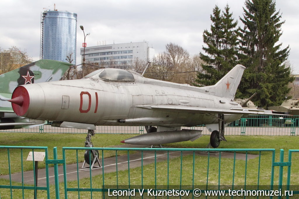 Реактивный истребитель МиГ-21-Ф13 в Центральном музее Вооруженных Сил