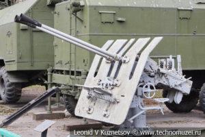 Германская 37-мм корабельная спаренная зенитная пушка FLAK-42 образца 1942 года в Центральном музее Вооруженных Сил