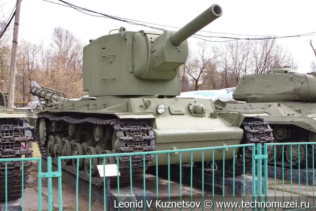 Тяжелый танк КВ-2 в Центральном музее Вооруженных Сил