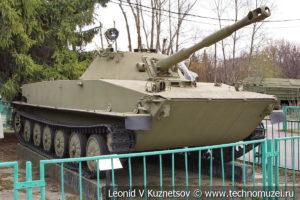 Плавающий танк ПТ-76 в Центральном музее Вооруженных Сил