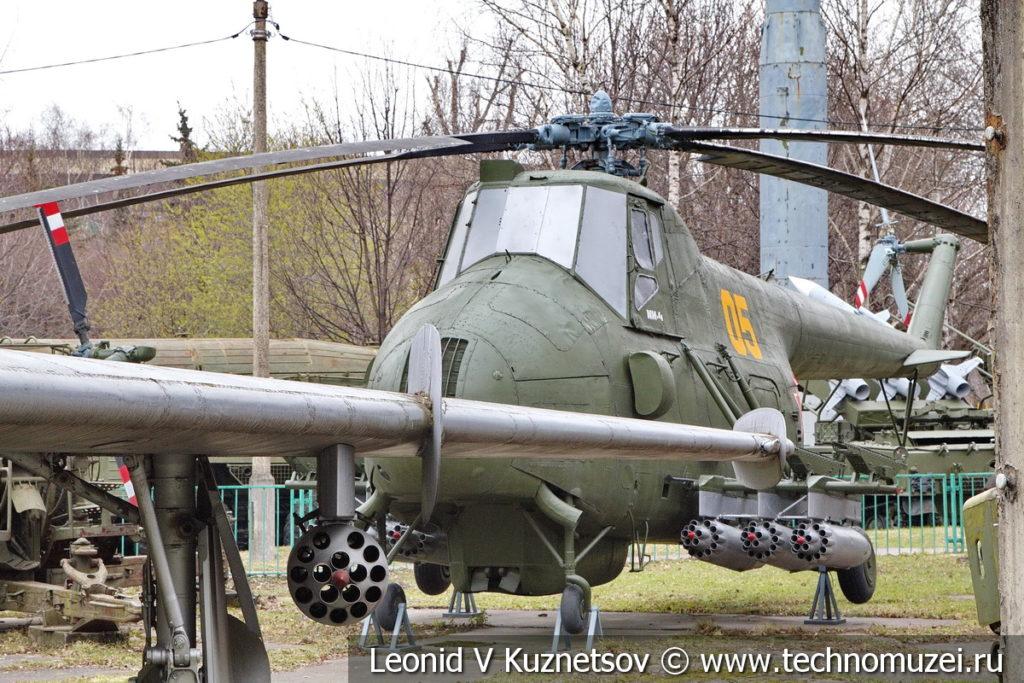 Транспортно-боевой вертолет Ми-4 в Центральном музее Вооруженных Сил
