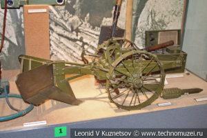 Модель прицепного окопокопателя в Центральном музее Вооруженных Сил