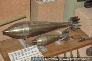 Памятные сувениры военных заводов в Центральном музее Вооруженных Сил