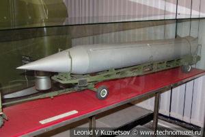 Модель тягача с транспортной тележкой для баллистической ракеты в Центральном музее Вооруженных Сил