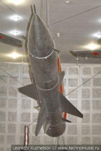 Зенитная ракета комплекса С-75 без разгонного двигателя в Центральном музее Вооруженных Сил