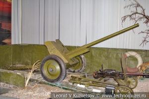 45-мм противотанковая пушка образца 1942 года на понтоне для форсирования водных преград в Центральном музее Вооруженных Сил