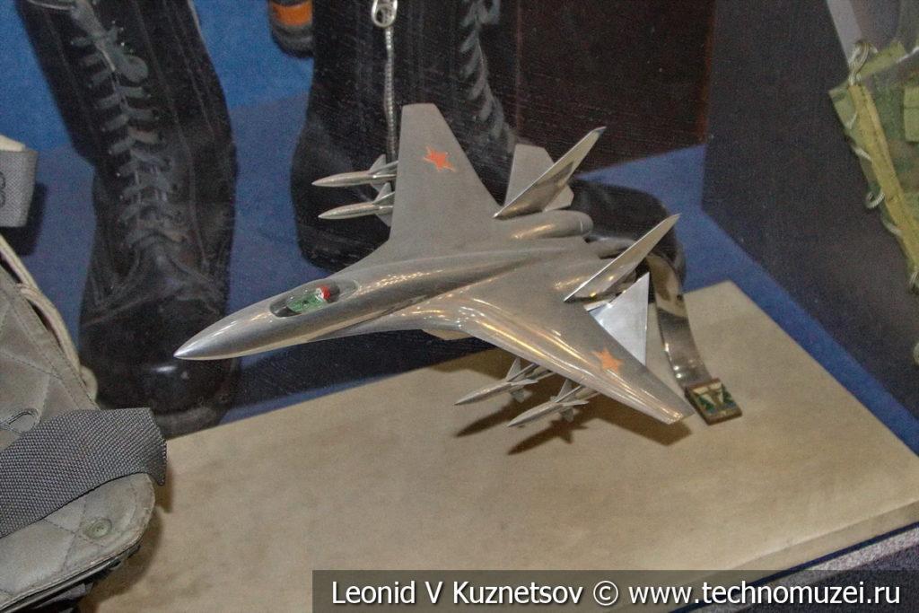 Модель истребителя-перехватчика Су-27П в Центральном музее Вооруженных Сил