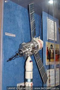 Модель телевизионного ретрансляционного спутника Метеор-3 в Центральном музее Вооруженных Сил