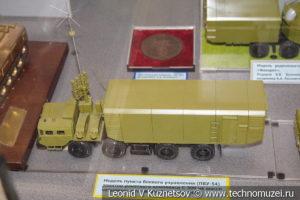 Машины из состава зенитно-ракетных комплексов С-300 и Фаворит в Центральном музее Вооруженных Сил