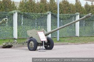 85-мм противотанковая пушка Д-48Н с ночным прицелом в Музее на Поклонной горе
