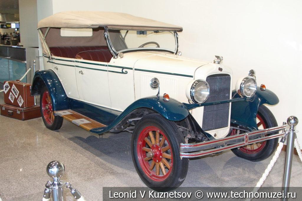 Pontiac 6-28 (186) на выставке ретро автомобилей в аэропорту Домодедово