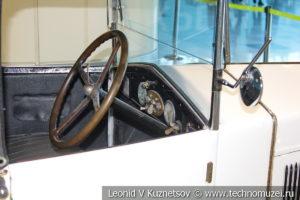 FIAT 509 Spider на выставке ретро автомобилей в аэропорту Домодедово