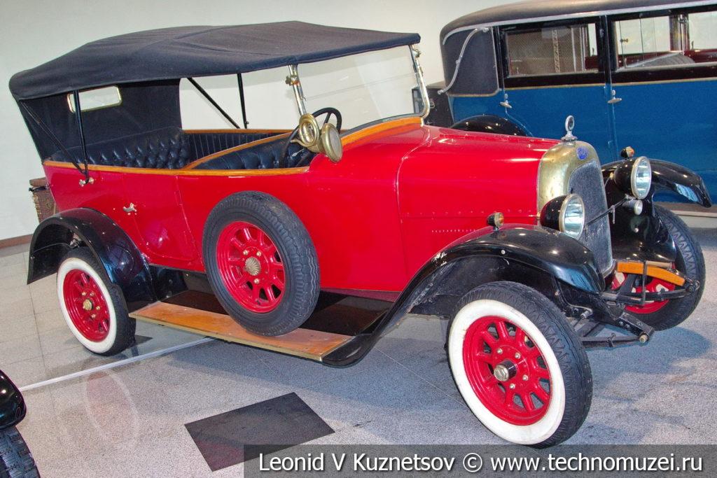 FIAT Valencia 505 на выставке ретро автомобилей в аэропорту Домодедово
