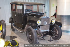 Mathis Type MY на выставке ретро автомобилей в аэропорту Домодедово