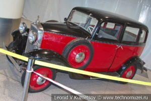 Opel 1,2-liter на выставке ретро автомобилей в аэропорту Домодедово