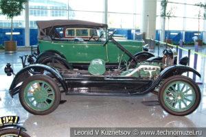Ford Model T (шасси) на выставке ретро автомобилей в аэропорту Домодедово
