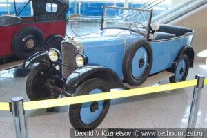 Peugeot 172R на выставке ретро автомобилей в аэропорту Домодедово