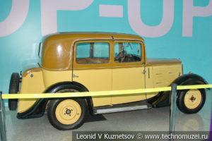 Peugeot 201BR на выставке ретро автомобилей в аэропорту Домодедово