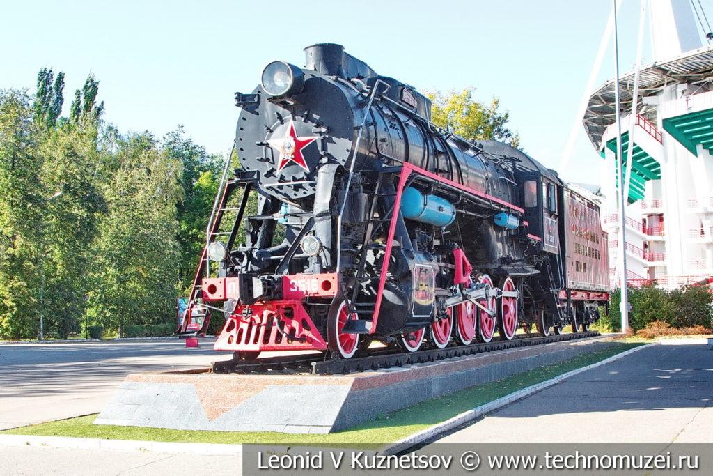 Паровоз Л-3516 у стадиона Локомотив в Москве