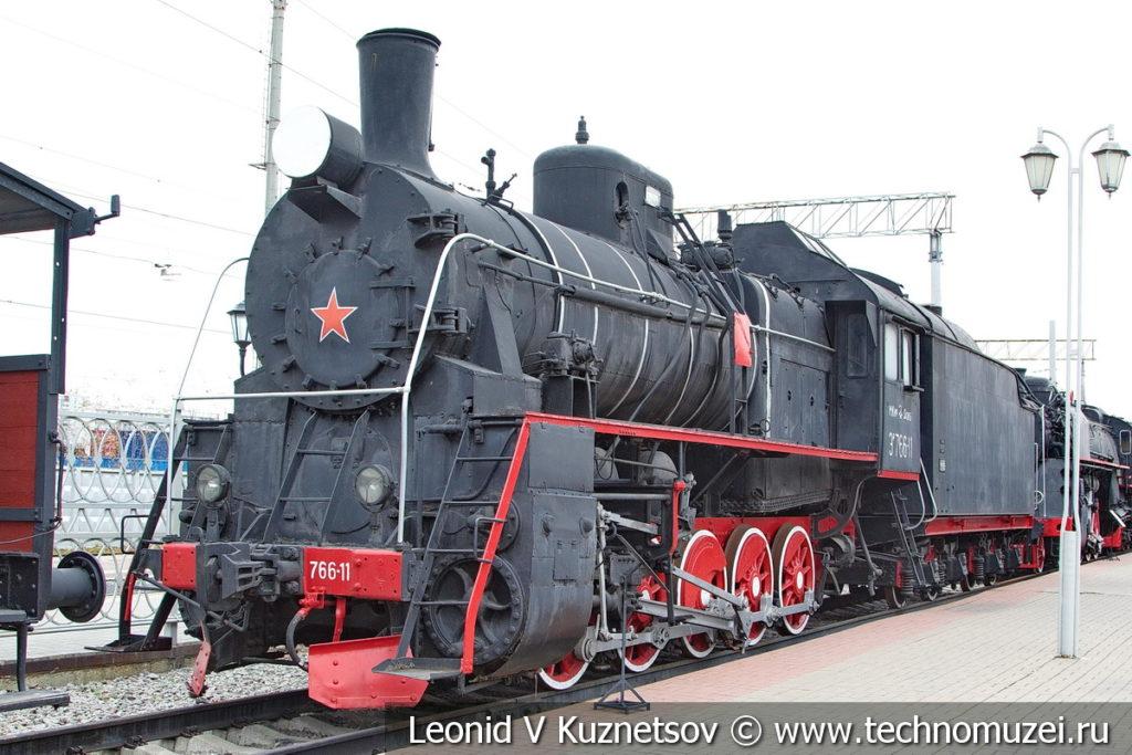 Паровоз Эр 766-11 с нефтяным тендером в Железнодорожном музее на Рижском вокзале