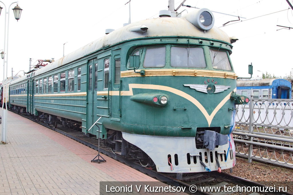 Моторвагонный электропоезд ЭР9П-132 в Железнодорожном музее на Рижском вокзале