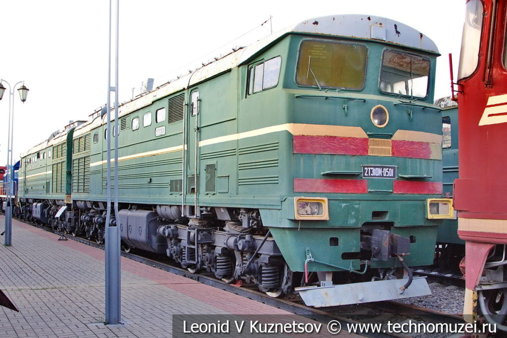 Двухсекционный тепловоз 2ТЭ10М-0501 в Железнодорожном музее на Рижском вокзале
