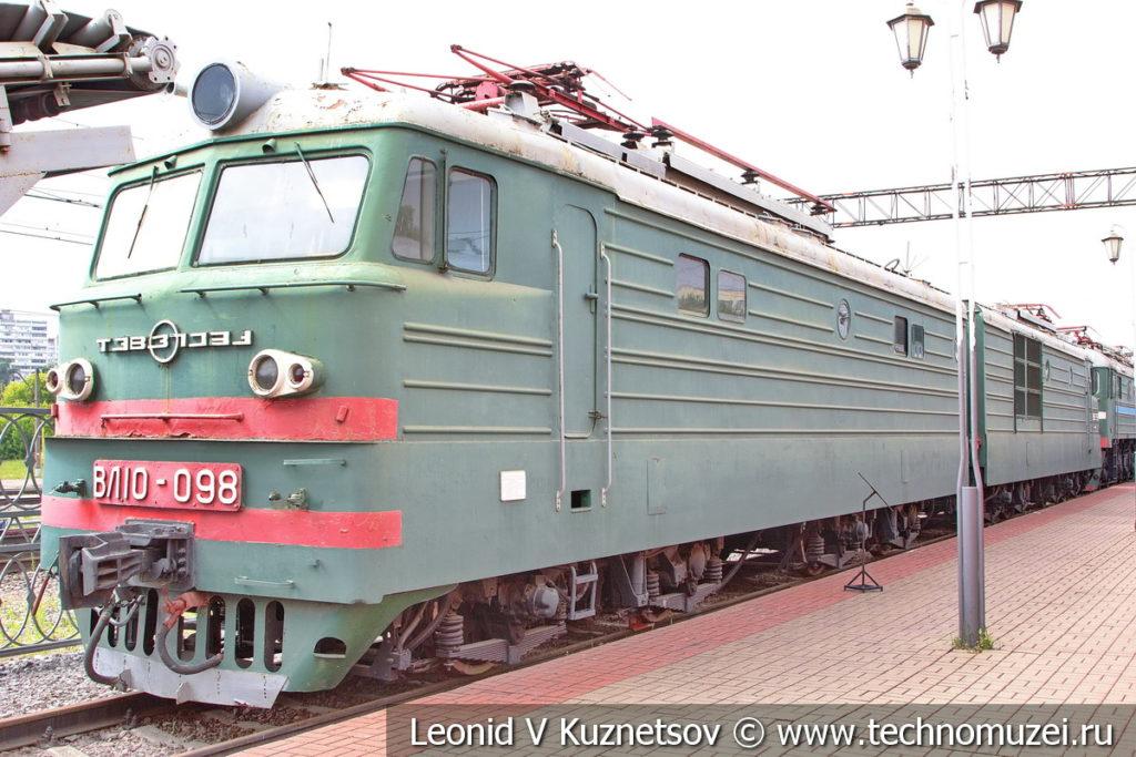Двухсекционный грузовой электровоз ВЛ10-098 в Железнодорожном музее на Рижском вокзале