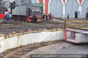 Поворотный круг паровозного депо в железнодорожном музее на станции Подмосковная