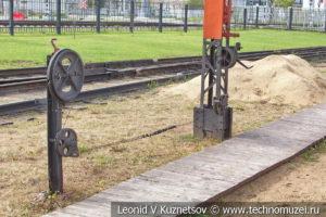 Двухкрылый семафор в железнодорожном музее на станции Подмосковная
