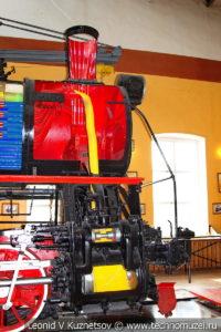 Паровоз Э в разрезе в экспозиционном зале депо в железнодорожном музее на станции Подмосковная