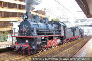 Ретро-поезд на платформе Красный Балтиец