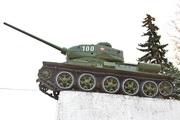 Памятник танк Т-34-85 на трассе М-1