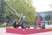 Гаубица-пушка МЛ-20 у музея обороны Москвы