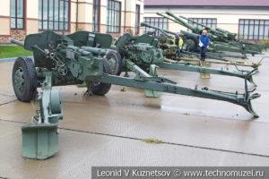 100-мм противотанковая пушка МТ-12 (2А29) Рапира 1968 года в музее отечественной военной истории в Падиково