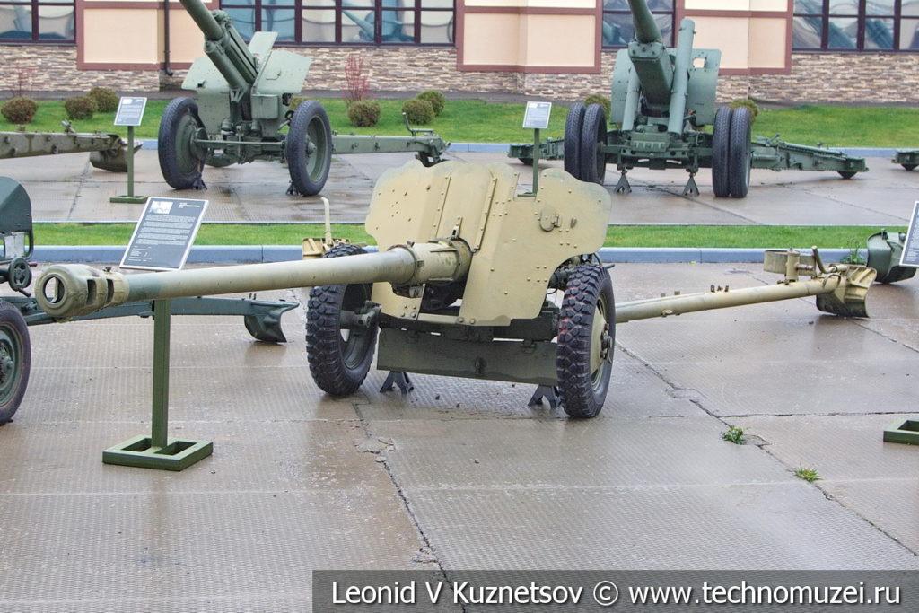 85-мм дивизионная пушка Д-44 1946 года в музее отечественной военной истории в Падиково