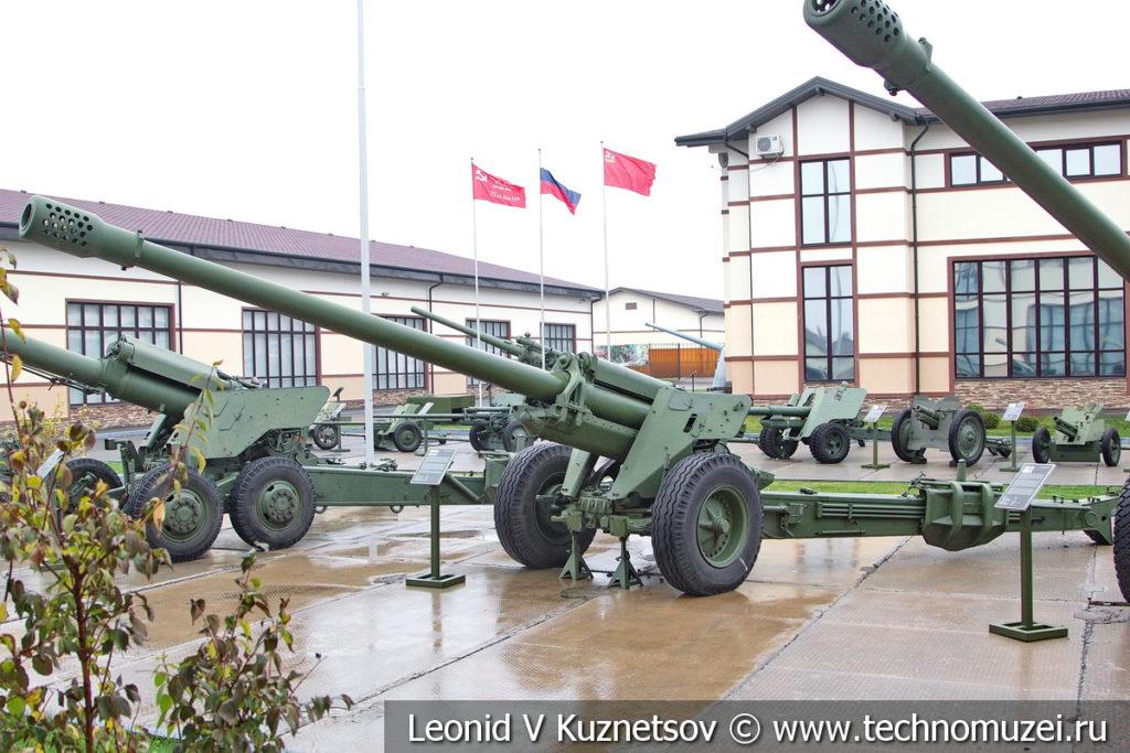 152-мм пушка М-47 (52-П-547) 1948 года в музее отечественной военной истории в Падиково