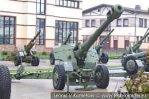 152-мм пушка-гаубица Д-20 1947 года в музее отечественной военной истории в Падиково