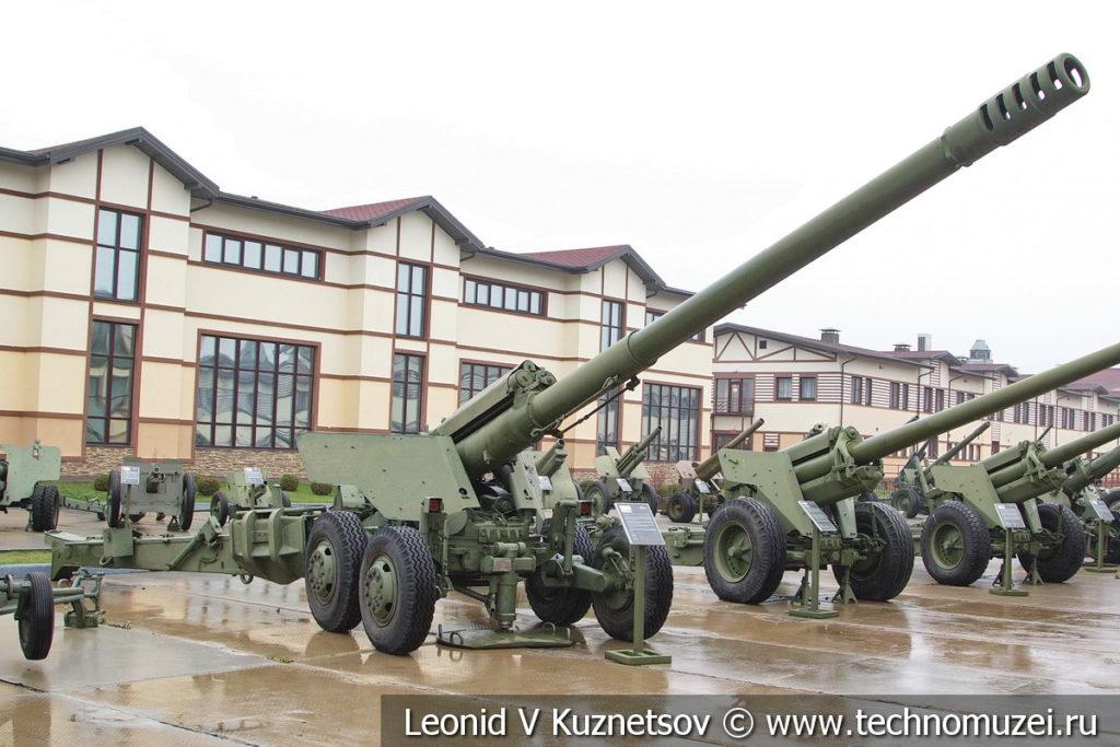 152-мм пушка 2А36 Гиацинт-Б 1975 года в музее отечественной военной истории в Падиково